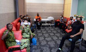 YB Khairy Jamaluddin bersama petugas petugas barisan hadapan menerima dos kedua vaksin Sinovac 9